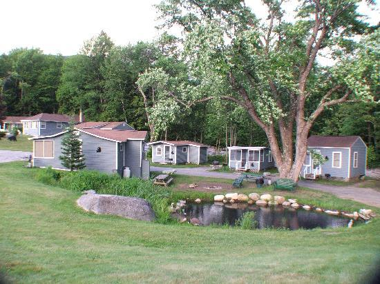 Mt Liberty Lodging: Pond & Riverside Cabins