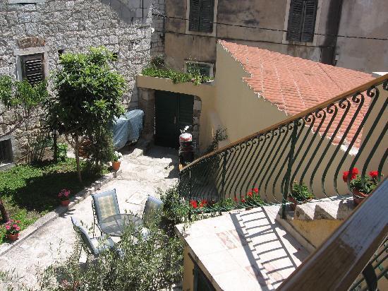 Zephyrus Boutique Accommodation: autre vue de la terrasse