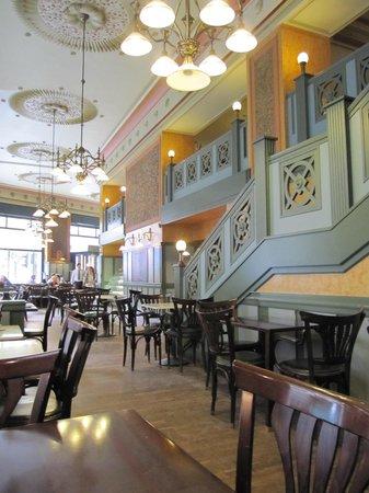 Centrál Kávéház és Étterem: カフェ Central