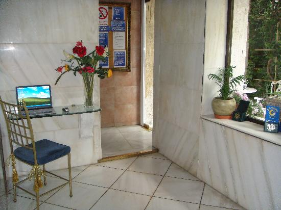Marble House : Marble+class internet corner!!!