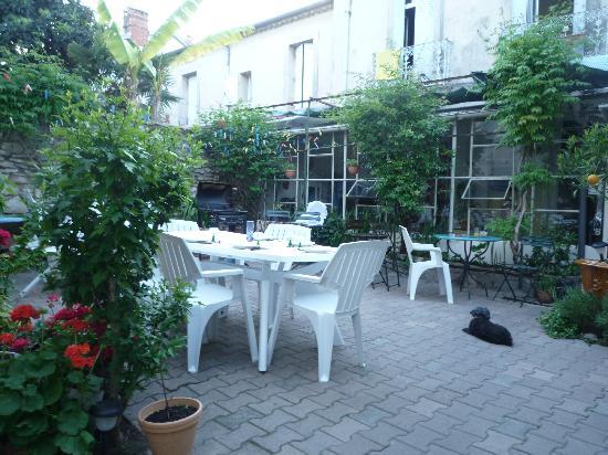 Hotel Les Fauvettes: Foto pequeño jardin dentro del hotel