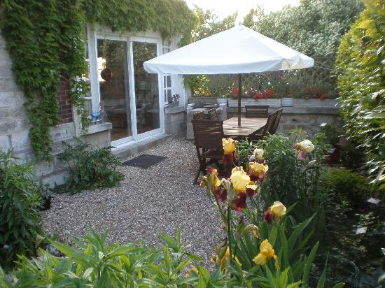 Les Jardins d'Helene: jardin delantero (existe otro más grande)