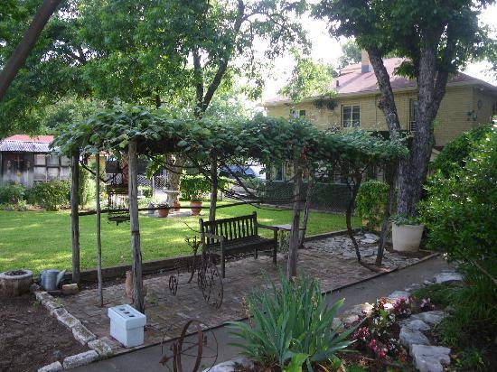 Das Garten Haus Bed and Breakfast: Patio Area