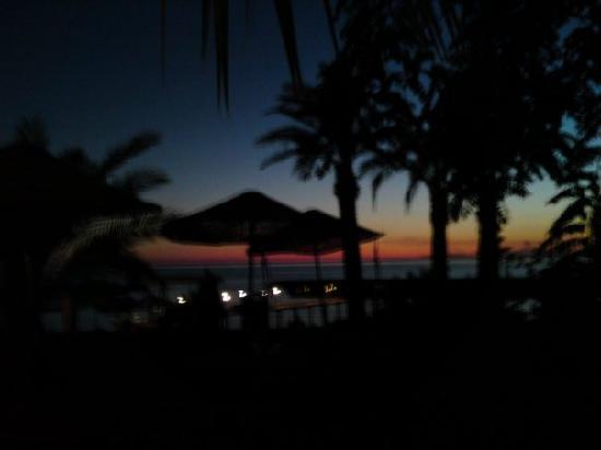 Incekum Beach Resort: Blick vom Restaurant bei Nacht