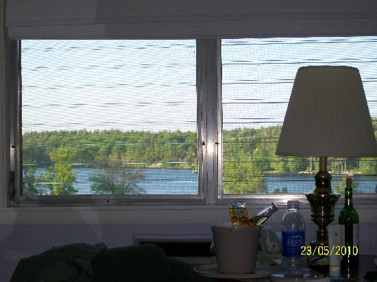 Crescent Lake Inn & Suites: View from bed