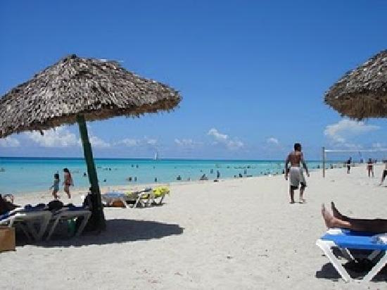 Varadero, Cuba : Por 5 euros x dia, paragua para el sol