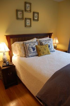 24 East Main Street Bed and Breakfast : The Fleur de Lis Room