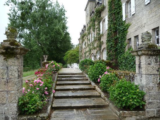 Manoir du Stang : escalier entre parc et terrasse