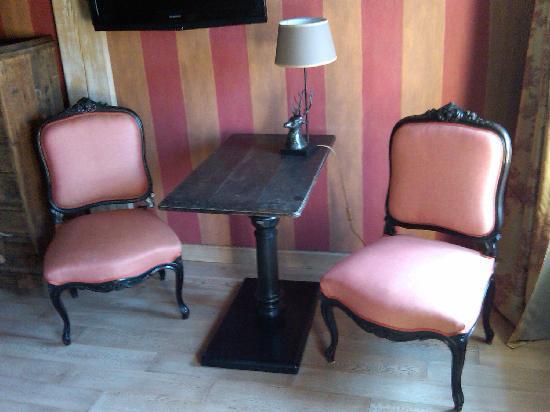 Hotel Du Grand Cerf : Corner of Le Cormier Room