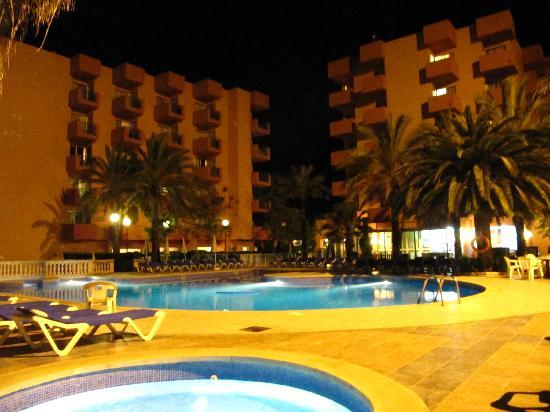 OLA Hotel Maioris: Pool and courtyard at night