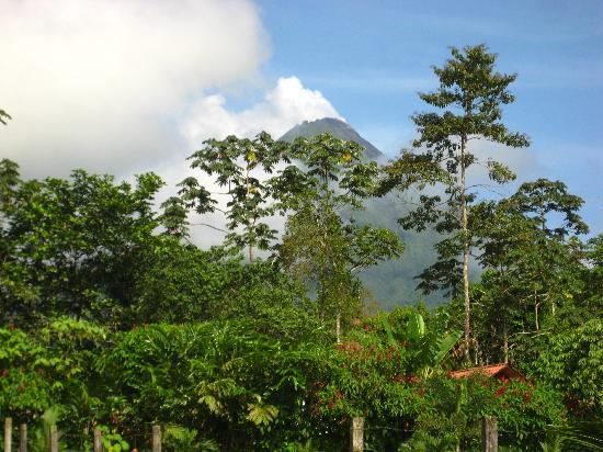 Hotel Rancho Cerro Azul: View of Volcano Arenal from Hotel