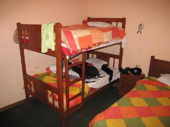 El Manzano Casa de Huespedes: Dorm room for 3 with shared bath