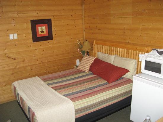 Amazing Klondike Kateu0027s Cabins: Worst, Hardest Bed EVER