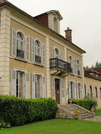 Domaine de Sainte Anne: Façade.