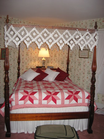 The Widow Kip's Country Inn: Bed at Widow Kips