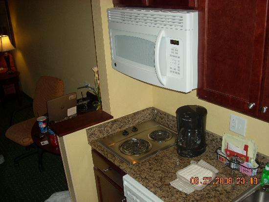 TownePlace Suites Pocatello: Part of the kitchen