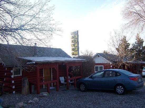 Roundtop Mountain Motel: Roundtop Mountain double, April 07