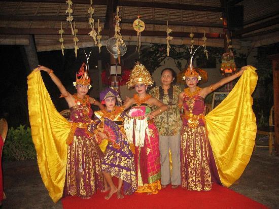 Adirama Beach Hotel: Cultural show at hotel