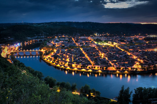 Lot, Francja: Cahors by night