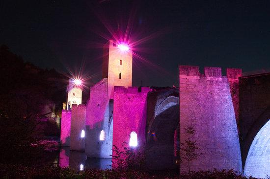 Lot, France: Pont Valentré illuminé (été 2009)