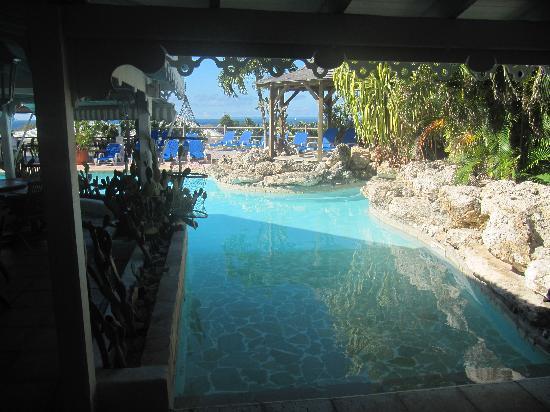 Hostellerie des Chateaux: Accès à la piscine