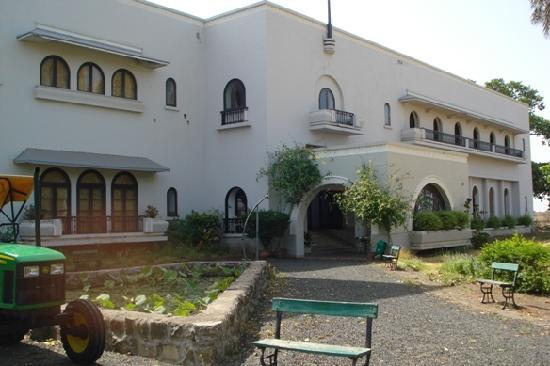 Hotel Jhira Bagh Palace: Beautiful farm life experience