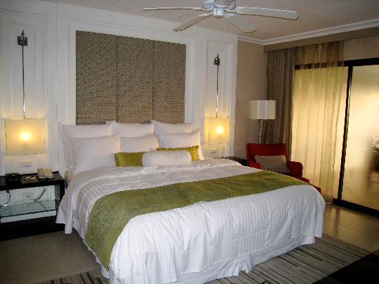 Marriott's Mai Khao Beach - Phuket: Master bedroom