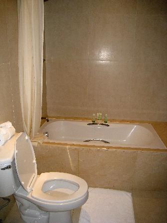 Marriott's Mai Khao Beach - Phuket : Guest bathroom