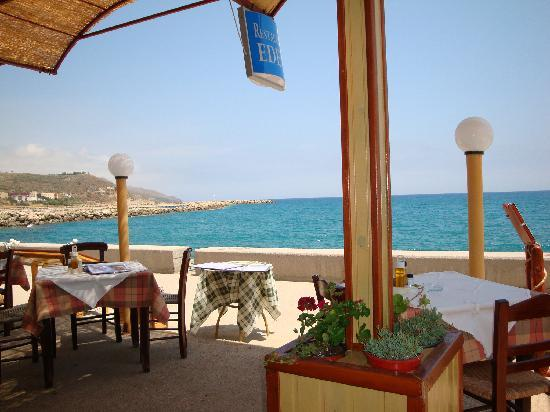 Alonia Apartments : Taverna by the harbour Kolymbari