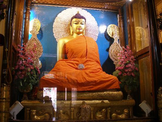 Bodh Gaya, India: Jade Buddha Statue at the Mahabodhi Temple