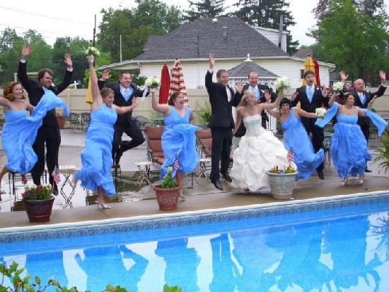Ligonier Country Inn: Photos poolside after the ceremony. So fun!