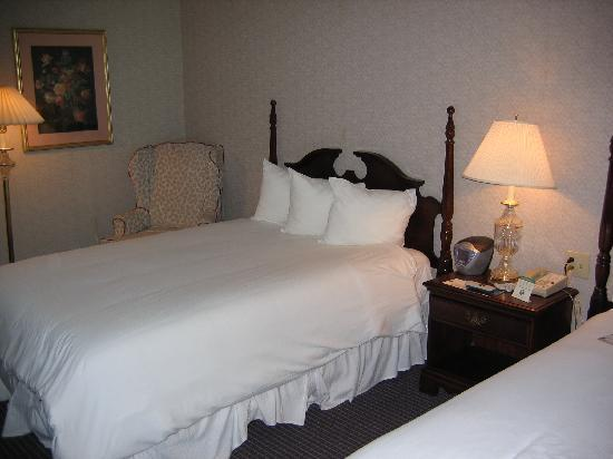 The Kensington Hotel: Standard beds
