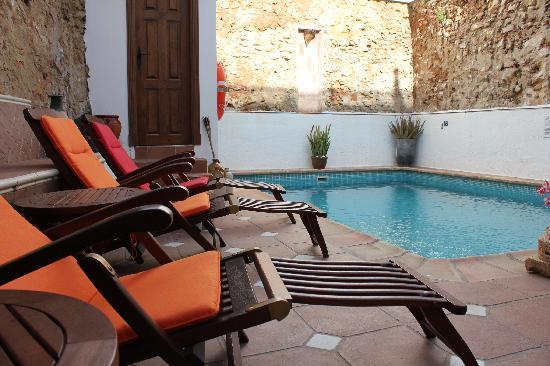 La Villa Marbella - Charming Hotel: courtyard where breakfast is served