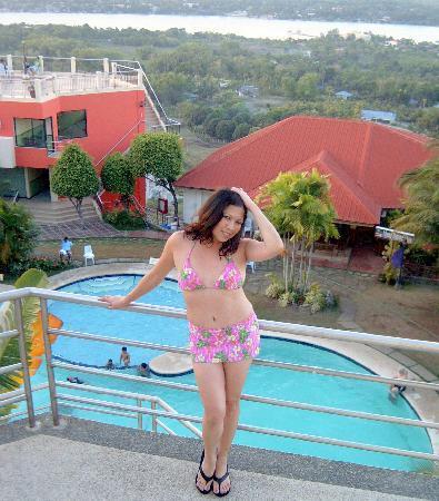 Bohol Plaza Resort: Me posing, the breath taking view of Bohol