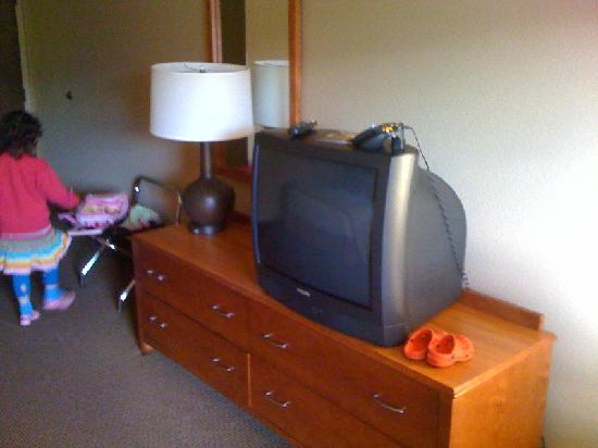 Baker City, OR: TV & dresser in the room