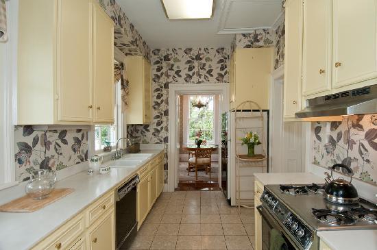 Jasmine House Inn: Third Floor FLat- Kitchen, Dining Room