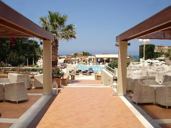 Bella Beach Hotel : terrasse hotel