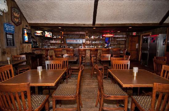 Presque Isle Inn & Convention Center: Frankies Lounge