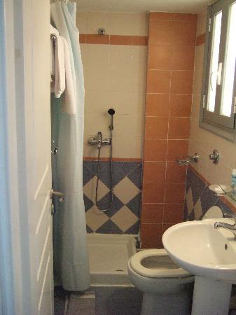 Aegli Hotel: La salle de bain