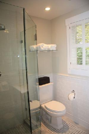 Sea View Inn: Room 8 - Private Bathroom