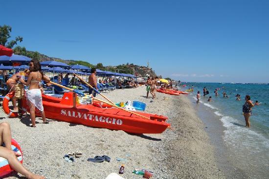 Province of Catanzaro, Italie : Spiaggia con lido attrezzato