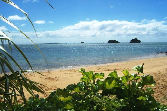 Coconut Grove Beachfront Cottages: view from the Banana Bure