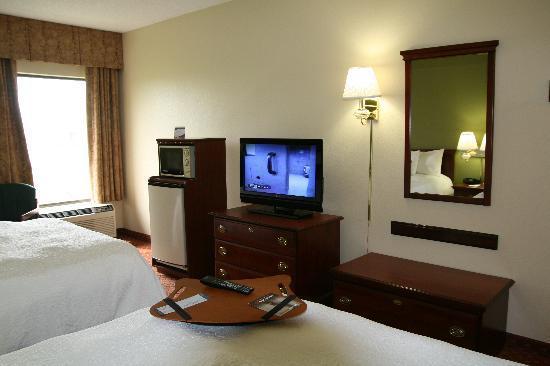 Hampton Inn Louisville I-65 @ Brooks Rd.: 2 Queen Guest Room