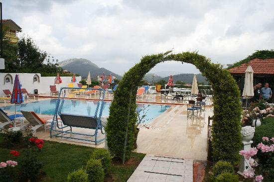 Ovacik, Tyrkiet: Forever Hotel pool and bar area