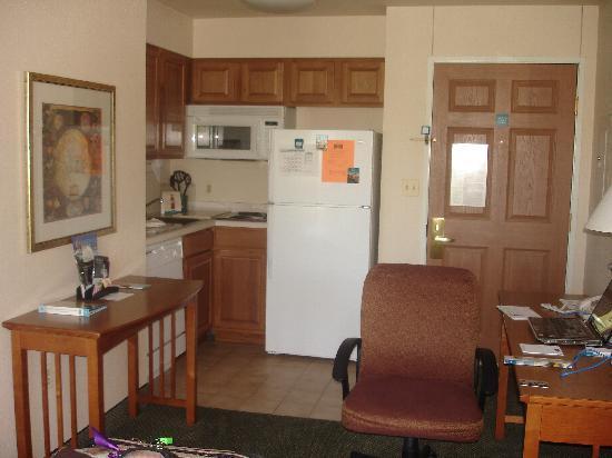 Staybridge Suites Lincolnshire: Kitchen area