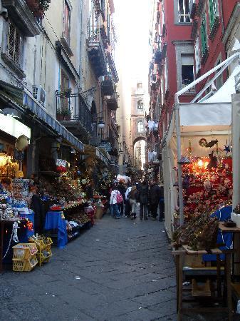 Via San Gregorio Armeno: San Gregorio Armeno