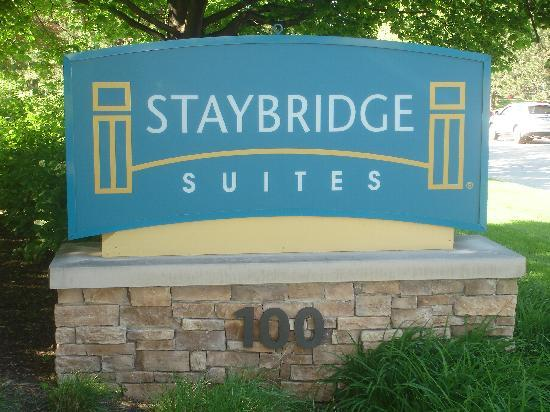Staybridge Suites Lincolnshire: Sign on street-Barclay