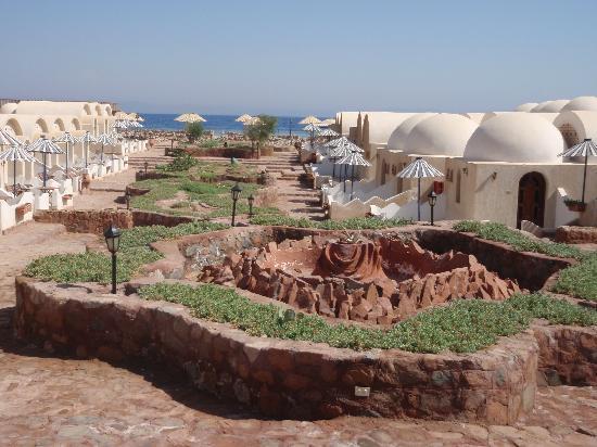 Lagona Dahab Hotel: Blick vom Hoteleingang zum Riff