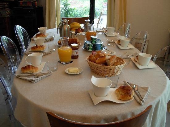 La Soucarède : Salle à manger accueillante!