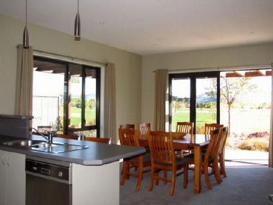 Lake Wanaka Villas at Heritage Village Country Resort: Dinning Area